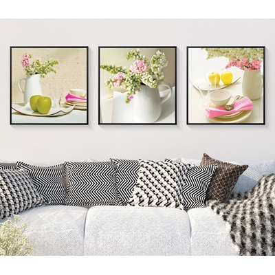Trang trí phòng ăn bộ ba bức hoa