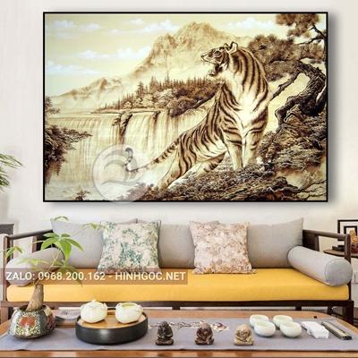 Tranh phong cảnh, con hổ vằn đi trong rừng-NTS-105